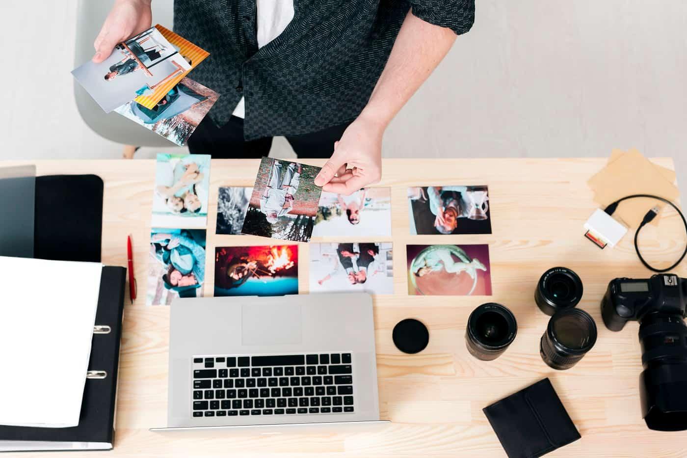 fotógrafo eligiendo foto protección de datos fotógrafos