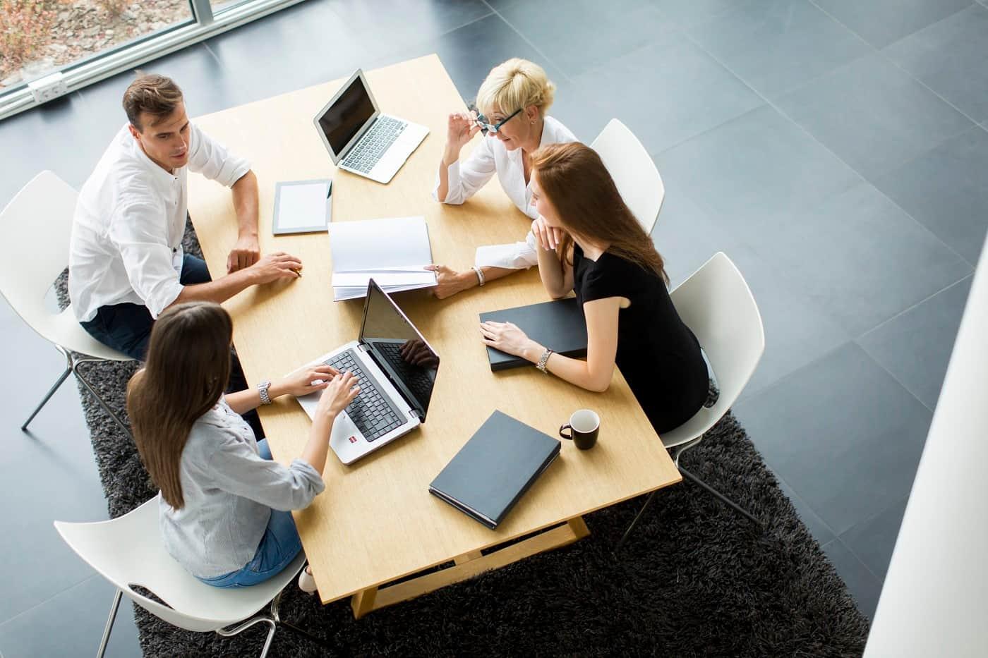 Trabajadores reunidos Protección datos para sindicatos