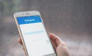 Imagen conceptual cambiar contraseña de instagram móvil