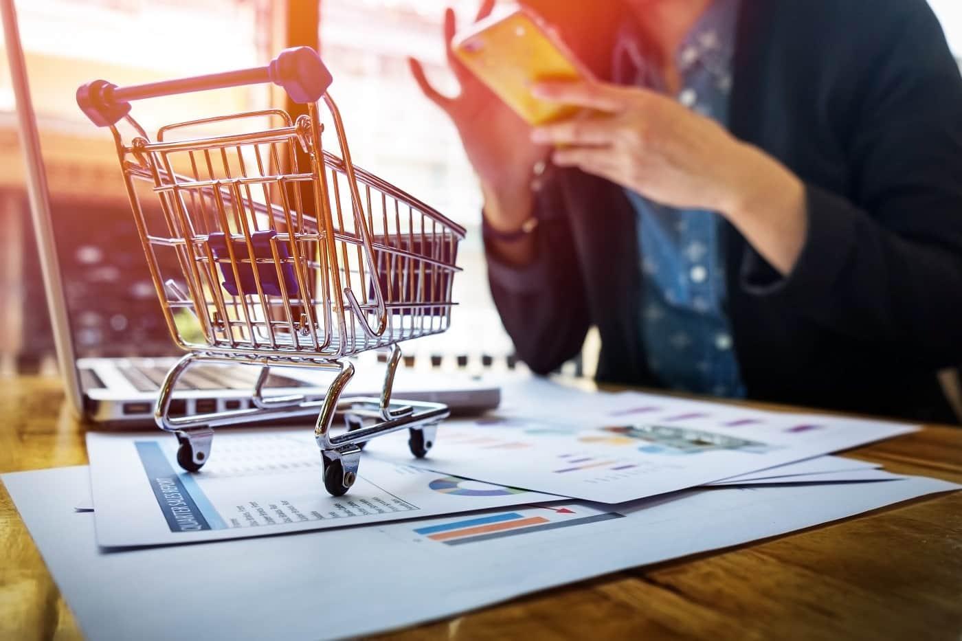 Concepto de abrir tienda online requisitos