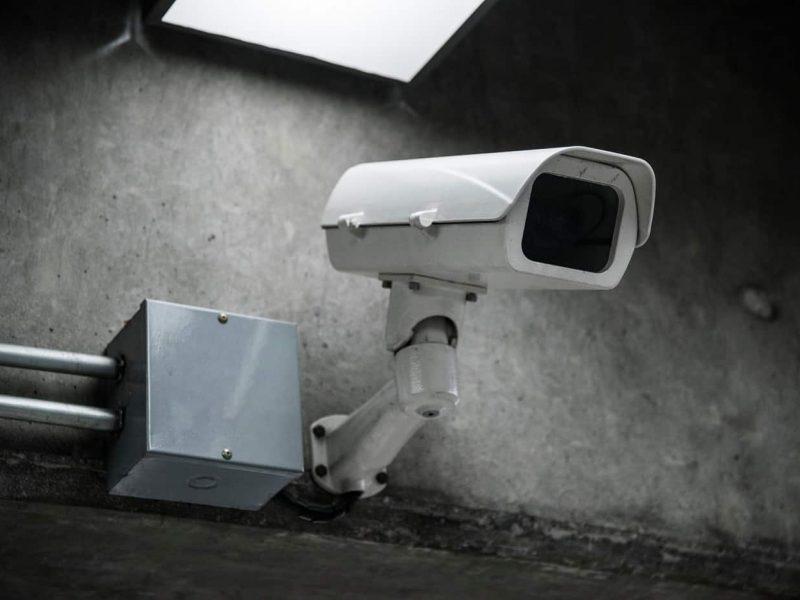 camara de vigilancia en la calle