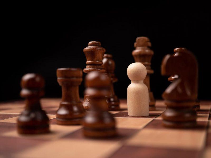 Tablero de ajedrez peón competencia desleal